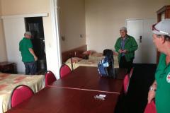Il y a même une petite table pour le comité dans la chambre de l'hôtel à Bruxelles...