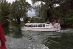 Croisement avec un bateau du canal.